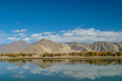 西藏自治区,拉萨河,桨叉架船,寒冷,云,自然美,中国,河流,户外
