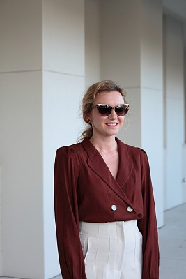 女人,户外,太阳镜,裤子,华贵,肖像,现代,商业金融和工业,上装,站
