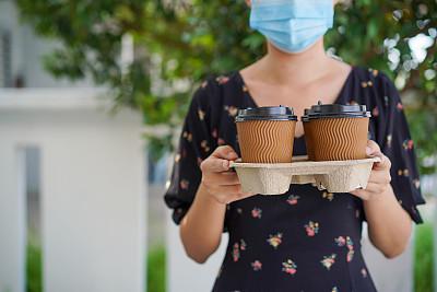 青年人,咖啡,一次性杯子,亚洲,女人,健康保健,防污染口罩,一次性物品,咖啡杯,杯