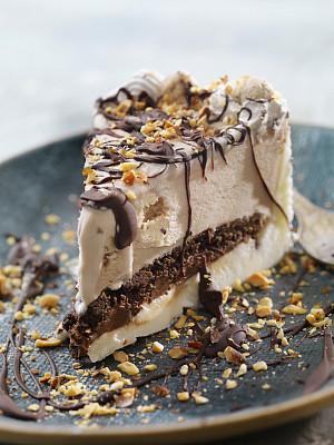 冰淇淋派,饼干,巧克力沙司,小麦面团,杏仁,碾碎了的,碎屑,横截面,部分,蛋糕