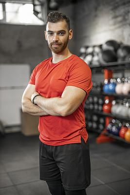 健身房,青年人,男性,指导教师,运动,注视镜头,活力,仅男人,肖像,仅一个男人