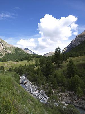 阿尔卑斯山脉,小溪,云景,垂直画幅,风景,云,图像,草,无人,流水