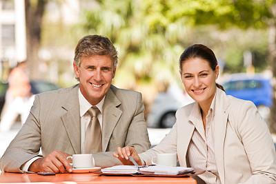 文档,商务,咖啡,中老年男人,专业人员,肖像,坐,相伴,微笑,合伙