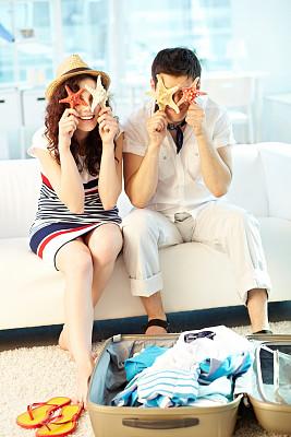 避暑圣地,旅途,丈夫,妻子,拿着,垂直画幅,女性,生活方式,微笑,度假