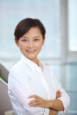 青年人,女商人,注视镜头,可爱的,公司企业,亚洲人种,人,办公室,双臂交叉
