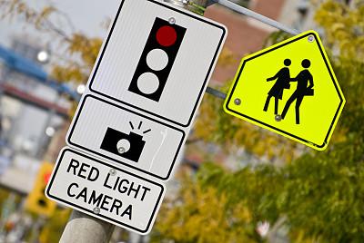 红灯,相机,交通标志,学校,红绿灯,时区,照明设备,金属,监视