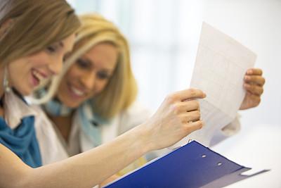 女商人,合同,并排,专业人员,拿着,仅女人,办公室,女性,信心,工作