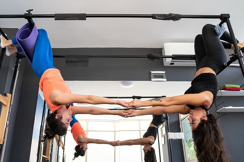 女人,成年的,健身房,普拉提,,两个人,举重训练,运动,体操,有氧运动法,弹性