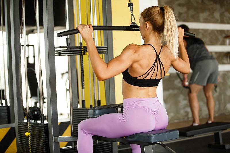 顶部,举重训练,运动,一个人,健康,肩,女人,仅一个青年女人,20到29岁