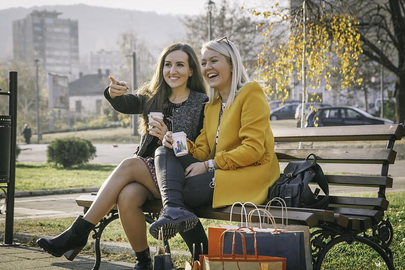 女人,长椅,津贴,现代,商业金融和工业,拿着,户外,晴朗,太阳镜,看