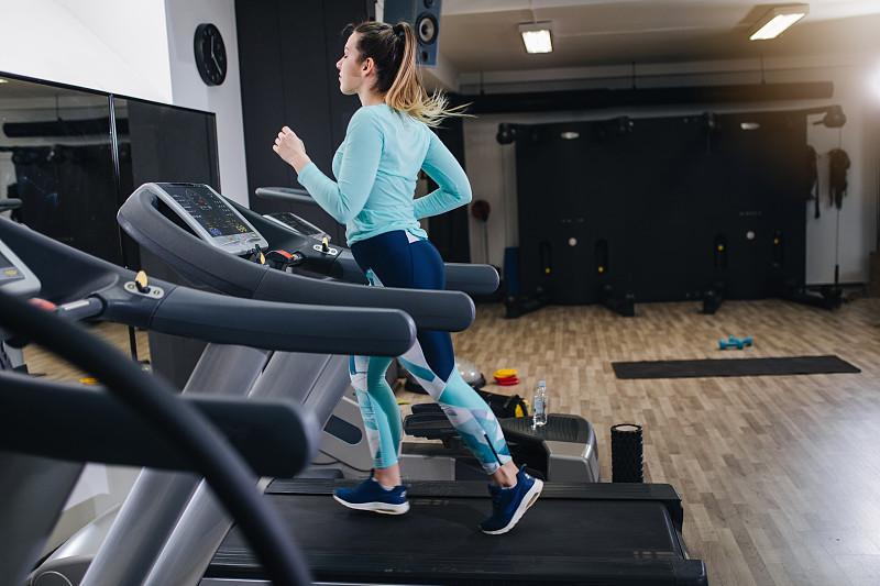 运动,跑步机,决心,时装模特,活力,真实的人,举重训练,健康保健,韧性,一个人