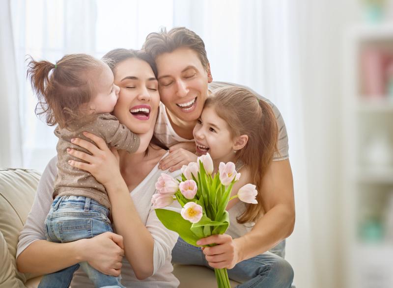 母亲,女儿,父亲,家庭,双亲家庭,少量人群,郁金香,家庭生活,夏天,生日