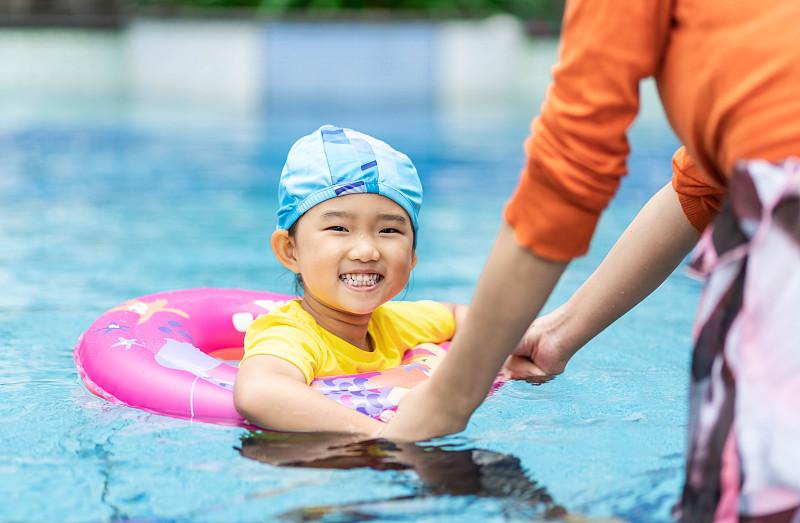 女孩,可爱的,戒指,橡胶游泳圈,女婴,肖像,东亚人,培训课,中国,儿童