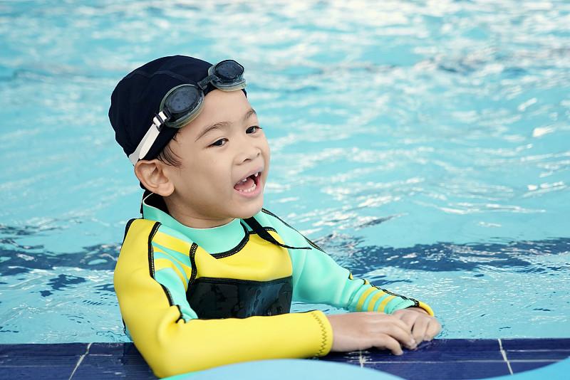 休闲活动,可爱的,知识,时间,游泳池,男孩,亚洲,小的,游泳,微笑
