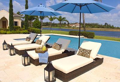 遮阳伞,泳池边,鸡尾酒,水,灯笼,水平画幅,无人,豪宅,游泳池,玻璃杯
