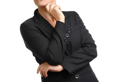 女商人,白色背景,双臂交叉,分离着色,领导能力,水平画幅,智慧,房地产经纪人,套装,白人