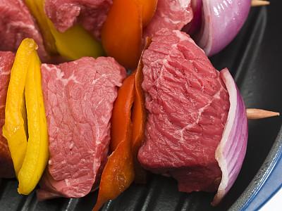 生食,牛肉,法国小牛排,选择对焦,水平画幅,灯笼椒,无人,椒类食物,锅,特写