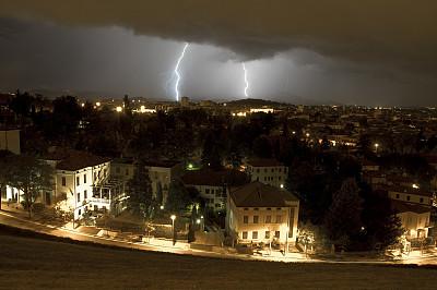 暴风雨,维琴察,叉状闪电,等离子球,迅速变换频道,天空,公园,风,威尼托大区,水平画幅