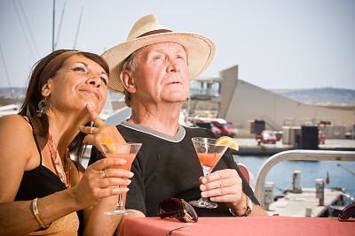 白日梦,中老年伴侣,客船,水平画幅,海港,伴侣,鸡尾酒,夏天,户外,男性