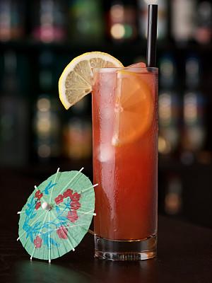 鸡尾酒,海滩,酸果蔓汁,垂直画幅,图像聚焦技术,选择对焦,饮食,无人,色彩鲜艳,全身像