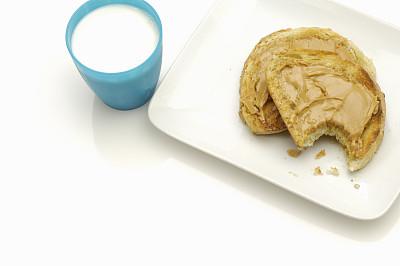 花生酱,吐司面包,牛奶,咬过,留白,饮食,花生,水平画幅,白色背景,饮料