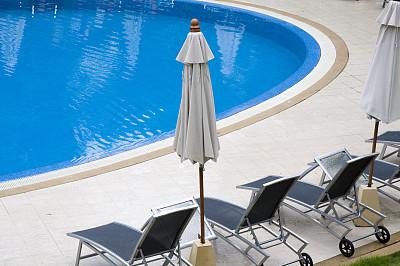 游泳池,伞,户外椅,水,留白,度假胜地,水平画幅,无人,椅子,湿