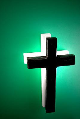数字2,绿色背景,十字架,整体情况,垂直画幅,留白,灵性,绿色,无人,色彩鲜艳