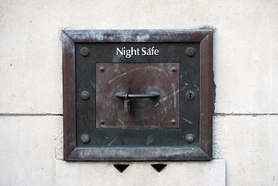 夜晚,安全的,拱状门,外立面,储蓄,水平画幅,银行,墙,无人,市区路