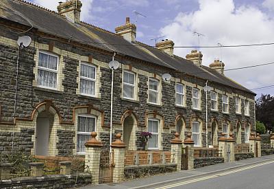 连栋房屋,威尔士,有围墙花园,双黄实线,窗户,水平画幅,无人,大门,建筑材料,烟囱