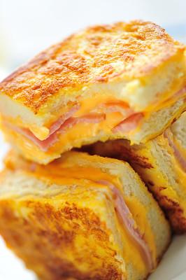 奶酪,特写,火腿,吐司面包,火腿干酪三明治,法式吐司,干酪三明治,移轴摄影,咬一口,白面包