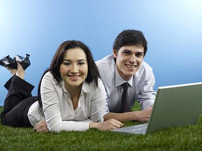 商务关系,夏天,草,男商人,男性,现代,青年人,专业人员,技术,商务