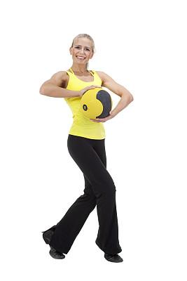 球,运动,青年女人,有氧运动教师,实心球,踮着脚尖,健身球,体操设备,垂直画幅,美