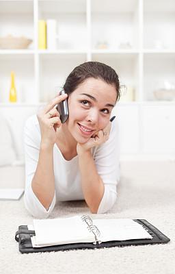 电话机,家庭办公,女孩,自然美,垂直画幅,30到39岁,白人,仅成年人,白色,彩色图片