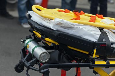 医用轮床,供应桁架,医用氧气设备,氧气瓶,水平画幅,急救员,急救服务职业,图像