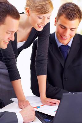 商务,团队,垂直画幅,领导能力,少量人群,男商人,文档,经理,男性,仅成年人