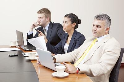 商务,体育团队,会议,办公室,笔记本电脑,水平画幅,人群,商务关系,男商人,文档