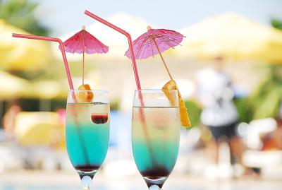 鸡尾酒,酒杯伞,水平画幅,含酒精饮料,果汁,夏天,饮料,社交聚会,伞,大特写