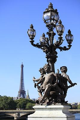 埃菲尔铁塔,路灯,文艺复兴,亚历山大三世桥,居斯塔夫·埃菲尔,莱斯恩范李德斯城区,塞纳河,垂直画幅,纪念碑,天空