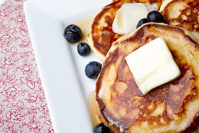 薄烤饼,蓝莓,早餐,水平画幅,水果,无人,黄油,早晨,盘子,白色