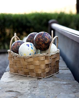 草地保龄球,室外地滚球,里昂球,小金属地掷球,垂直画幅,休闲活动,无人,组物体,把手,垃圾桶