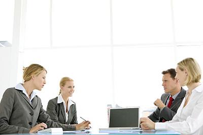 会议,一群女人中间的一个男人,笔记本电脑,公司企业,水平画幅,美人,人群,商务会议,白人,男商人