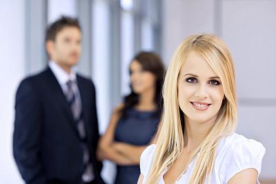 青年人,快乐,注视镜头,女商人,少量人群,半身像,套装,商务关系,男商人,经理