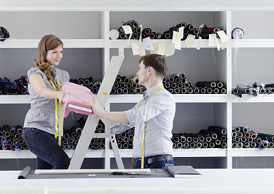 纺织工业,职业,小办公室,办公室,留白,水平画幅,纺织品,工作场所,架子,白人