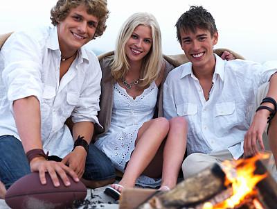 快乐,夏天,友谊,大篝火,儿童,海滩,美,女人,水平画幅