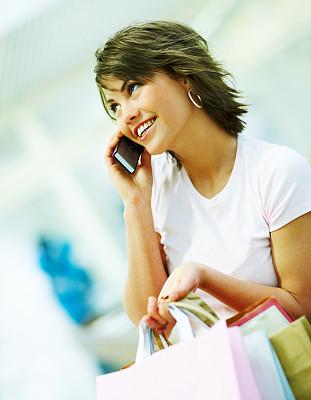可爱的,拿着,青年女人,手机,购物袋,垂直画幅,美,女人,快乐,人