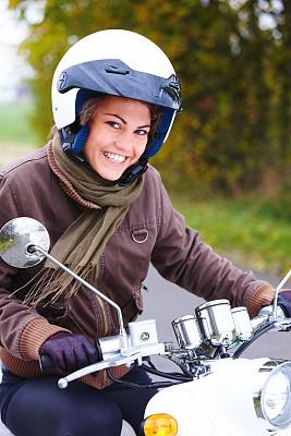 机动脚踏车,特写,青年女人,骑自行车,垂直画幅,美,女人,快乐,美人
