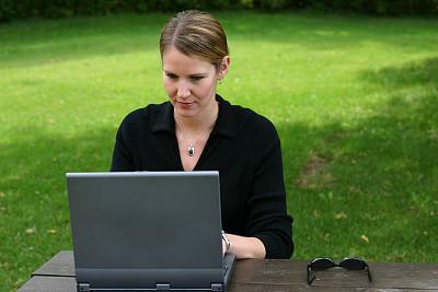 派克大街,公园,笔记本电脑,水平画幅,顾客,电子商务,户外,网上冲浪,技术,万维网