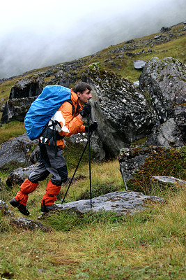 徒步旅行,安娜普娜山脉群峰,登山杖,防水服,垂直画幅,美,山,喜马拉雅山脉,半空中,努力