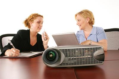 投影设备,女商人,电脑投影仪,高射投影机,少量人群,顾客,商务关系,图像,文档,经理