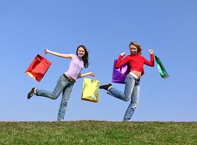 女孩,天空,青少年,休闲活动,水平画幅,商店,夏天,户外,草,自由